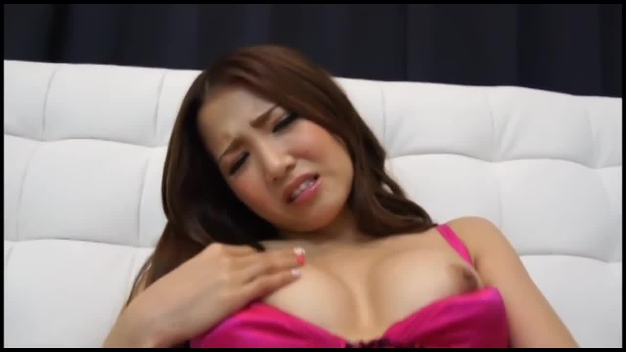 【ギャル】カメラ目線でオナニー姿を晒すめちゃくちゃ可愛い白ギャル友田彩也香…