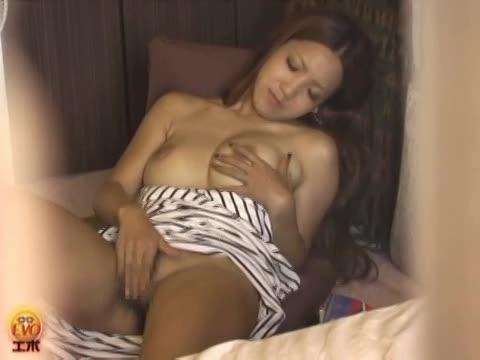 全裸の女性
