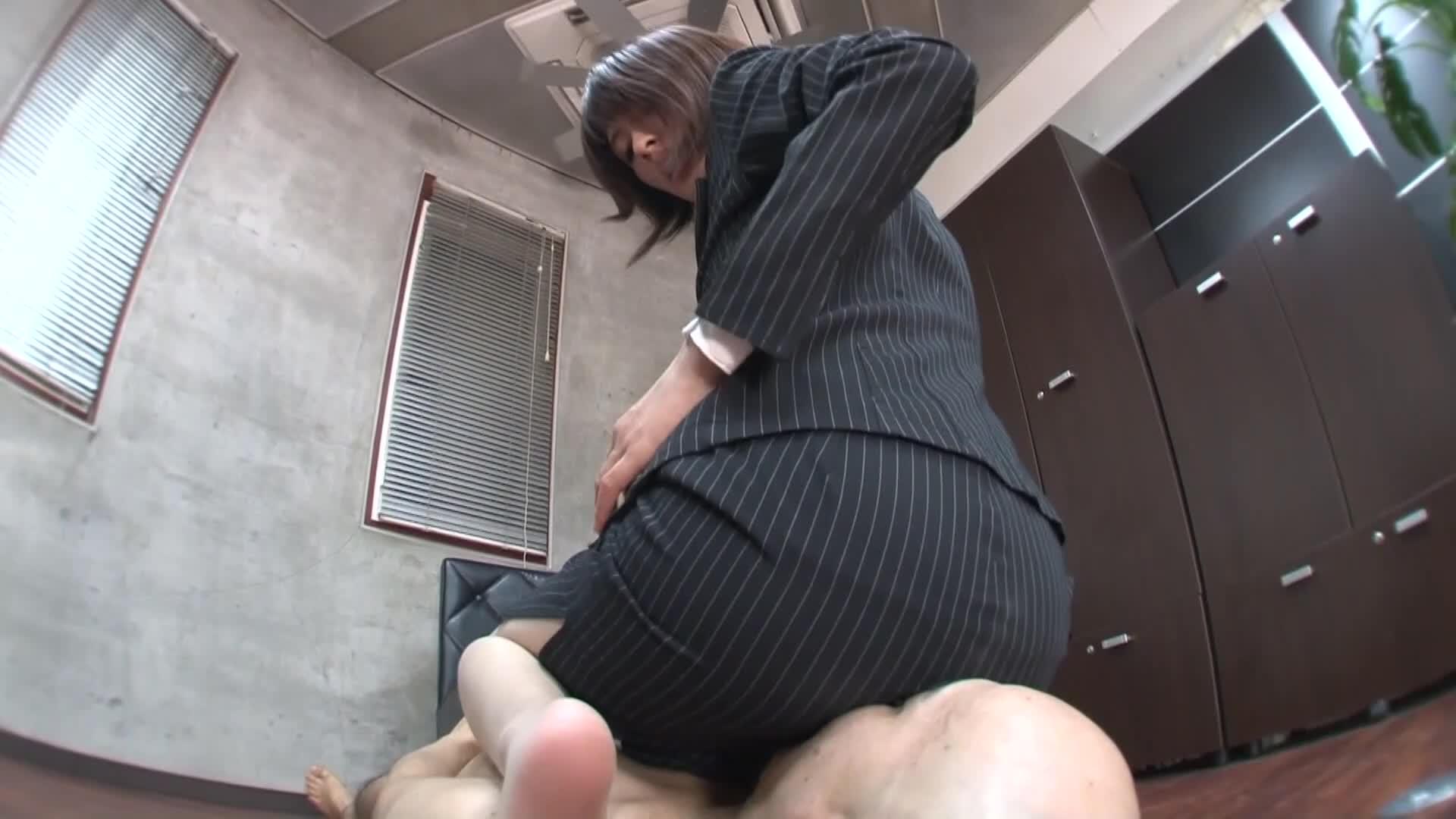 【素人撮影】働く女性の仕事の合間のいけない行為!「肉体